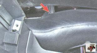 винты крепления воздуховодов передних боковых стекол