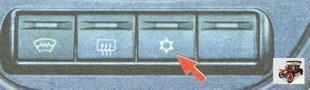 кнопка включения кондиционера расположена на консоли панели Лада Гранта ВАЗ 2190