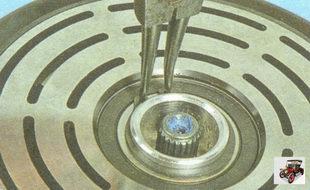 снимите стопорное кольцо подшипника шкива вала компрессора кондиционера