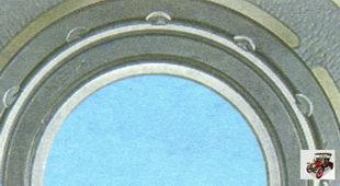 завальцовки, фиксирующие подшипник компрессора кондиционера в шкиве