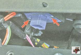 винты крепления блока резисторов отопителя (печки)