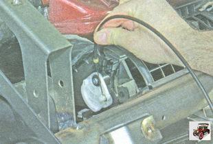 фиксатор наконечника оболочки троса привода заслонки рециркуляции воздуха