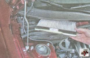 снимите фильтрующий элемент воздушного фильтра салона Лада Гранта ВАЗ 2190