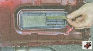 проверьте работу и прилегание лепестковых клапанов вытяжных отверстий вентиляции