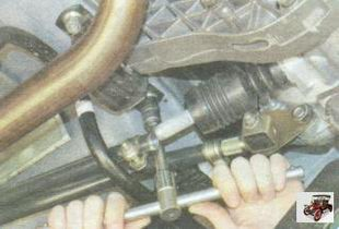 гайка крепления подушки опоры двигателя к кузову