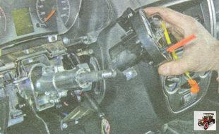 снимите контактное кольцо подушки безопасности Лада Гранта ВАЗ 2190