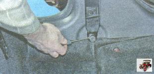 пластмассовый колпачок болта нижнего крепления ремня безопасности