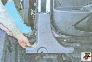 нижняя накладка центральной стойки кузова