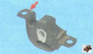 установка подушки задней опоры двигателя