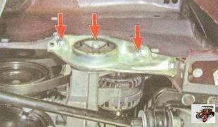 болт и гайки крепления подушки правой опоры двигателя к лонжерону кузова