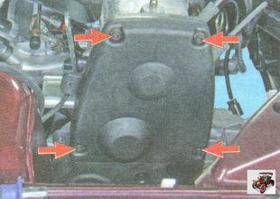 болты крепления верхней части передней крышки ремня привода ГРМ