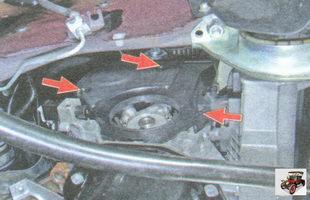 выверните три болта крепления нижней части передней крышки ремня ГРМ