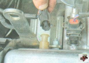 разъем датчика лампы сигнализатора аварийного падения давления масла