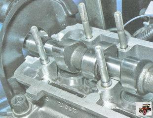 установка распредвала в опоры головки блока цилиндров