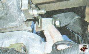 кронштейн соединительной трубы системы охлаждения