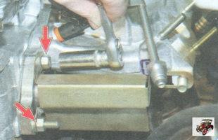 гайки крепления впускного коллектора и катколлектора к головке блока