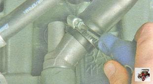 хомут крепления вытяжного шланга системы вентиляции картера