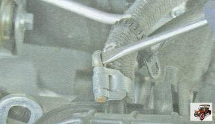хомут крепления вакуумного шланга к усилителю тормозов