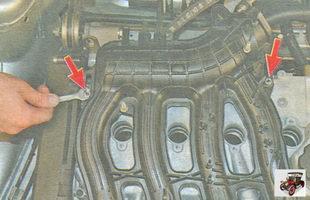 гайки крепления впускного коллектора к крышке головки блока