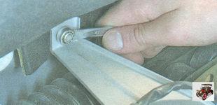 гайки крепления теплоизоляционного щитка рулевого механизма к моторному щиту