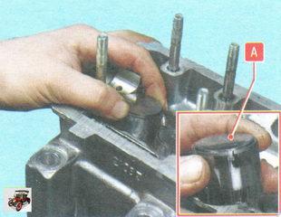 толкатели клапанов вместе с регулировочными шайбами