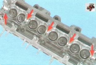 опорные поверхности под шейки распредвала на головке блока цилиндров