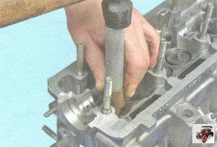 установка направляющей втулки клапана