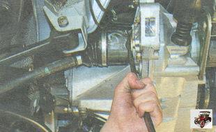 внутренний шарнир левого привода переднего колеса