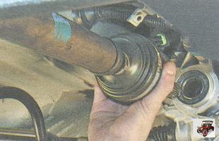 внутренний шарнир правого привода переднего колеса