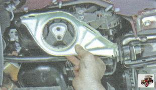 правая опора двигателя