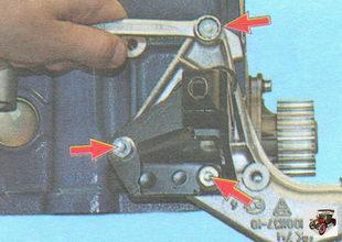 болты крепления кронштейна передней опоры двигателя к блоку цилиндров