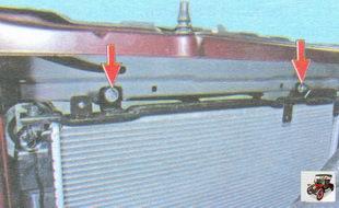гайки крепления радиатора к верхней поперечине рамки радиатора