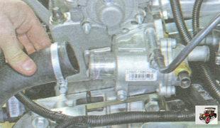 передний шланг патрубка корпуса термостата