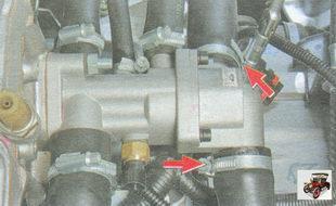 хомуты крепления шлангов на патрубках крышки термостата