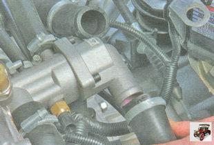 шланги патрубков крышки термостата
