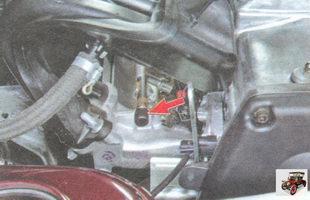 штуцер для контроля давления топлива на торце топливной рампы