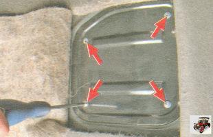 винта крепления крышки люка над модулем бензонасоса (топливного насоса) лада гранта ваз 2190