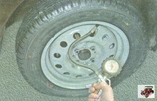 проверка давления воздуха в шинах