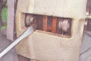 передние тормозные колодки ВАЗ 2110 - проверка износа