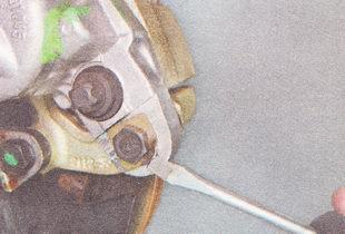установка передних тормозных колодок