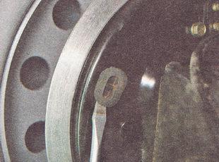 проверка износа задних тормозных колодок