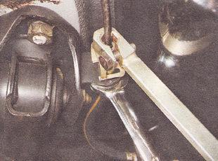 замена задних тормозных шлангов