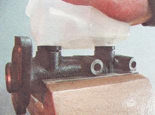 главный тормозной цилиндр ВАЗ 2112, в сборе с бачком