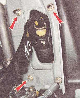 гайки крепления кронштейна вакуумного усилителя к кузову автомобиля