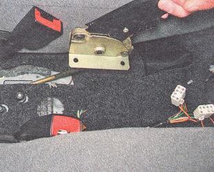 рычаг ручного тормоза в сборе с кронштейном и регулировочной тягой