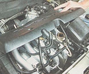 пластмассовая крышка двигателя