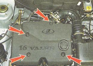 крышка двигателя удерживают четыре резиновых муфты