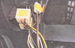 пометьте (маркером или сделав наклейки с надписями) порядок подсоединения разъемов к выключателям и контрольным лампам