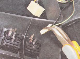 для отсоединения разъемов контрольных ламп можно воспользоваться плоскогубцами