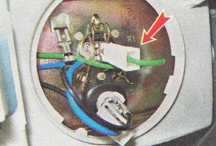 наконечник провода вывода лампы дальнего света